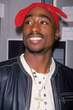 The death of West Coast rap legend, Tupac Shakur, has left the hip-hop community scratching its head for the past two decades. A new National Geographic docu- Tupac Shakur, Skin Girl, Urbane Fotografie, Tupac Wallpaper, Wallpaper Quotes, Tupac Pictures, Rare Pictures, 2pac Images, Beautiful Pictures