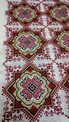 ru / Фото - - kento (With images) Cross Stitching, Cross Stitch Embroidery, Embroidery Patterns, Hand Embroidery, Cross Stitch Designs, Cross Stitch Patterns, Palestinian Embroidery, Crochet Curtains, Cross Stitch Rose