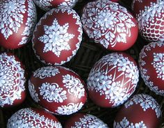 Templates for painting Easter eggs with wax Easter Crafts, Holiday Crafts, Carved Eggs, Easter Egg Designs, Ukrainian Easter Eggs, Diy Ostern, Egg Art, Egg Decorating, Happy Easter