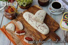 A receita de hj é este delicioso Pão de Coco com Linhaça. É crocante por fora, macio por dentro e o sabor do coco é muito amor!  #Receita aqui: http://www.gulosoesaudavel.com.br/2015/07/31/pao-coco-linhaca/