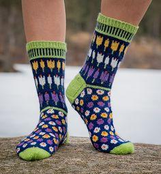 Ravelry: Krokussokker/Crocus Socks pattern by Cecilie Kaurin and Linn Bryhn Jacobsen Knitted Slippers, Wool Socks, Knitted Bags, Knitting Socks, Hand Knitting, Knitting Machine, Crochet Socks Pattern, Loom Knitting Patterns, Crochet Shoes