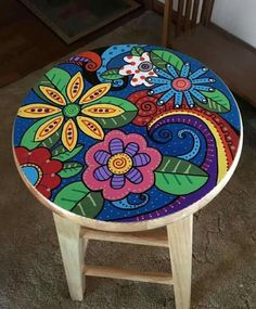 The best 70 ideas for amazing DIY recycling and upcycling projects - furniture diy projects Hand Painted Chairs, Whimsical Painted Furniture, Painted Stools, Wooden Stools, Hand Painted Furniture, Painted Dressers, Painted Tables, Art Furniture, Funky Furniture