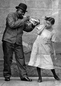 Lil Harding fue la primera mujer extraordinaria en el jazz en la década de los años 20, dándose a conocer en la banda de King Oliver. Pianista destacada en una época cuando los instrumentos estaban dominados por hombres, cantante, arreglista,...