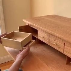 How awesome is this handmade desk, designed with secret drawers⠀ woodworking wood woodart woodwork 852587773193906110 Woodworking Bed, Woodworking Projects Plans, Woodworking Videos, Youtube Woodworking, Woodworking Classes, Custom Woodworking, Handmade Desks, Wooden Table Lamps, Hidden Compartments