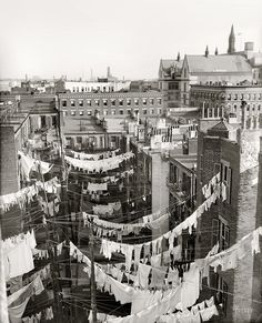 "Circa ""Yard of tenement, New York City."" Hung out to dry somewhere in Manhattan.would love to see the Tenement museum in the city. Vintage Pictures, Old Pictures, Old Photos, Vintage New York, New York Photographie, Mundo Tattoo, Photo New York, Shorpy Historical Photos, Historical Pictures"