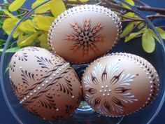 Easter Eggs Pysanky, Set of 3 Decorated Brown Chicken Eggs. These are wax embossed. The delicate designs are beautiful against the natural brown of the shell. Egg Crafts, Easter Crafts, Egg Shell Art, Carved Eggs, Egg Tree, Easter Egg Designs, Ukrainian Easter Eggs, Diy Ostern, Easter Traditions