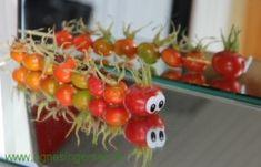 Klik ind på bloggen og hils på hybenlaverne som min dagplejebørn har lavet: http://agnesingersen.dk/blog/hybenlarver.  Easy kids crafts rosehip. Kinderbastelideen Hagebutte.