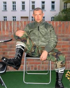 Guys in skingear Skinhead Men, Skinhead Boots, Skinhead Fashion, Skin Head, My Buddy, Cool Jackets, Hot Boys, Leather Men, Black Boots
