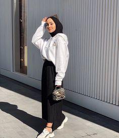 Modest Fashion Hijab, Stylish Hijab, Modern Hijab Fashion, Street Hijab Fashion, Casual Hijab Outfit, Hijab Fashion Inspiration, Teen Fashion Outfits, Muslim Women Fashion, Hijab Trends