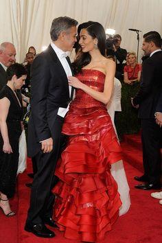 Georges Clooney et Amal Clooney en robe Maison Margiela haute couture