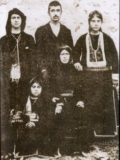 Traditional costumes from the village of Santa (now named Dumanlı; near Yağmurdere, in the Gümüşhane province), Rum (Anatolian Greek) from the Pontos region, early century. Old Greek, Greek History, Photographs Of People, Greek Clothing, In Ancient Times, Black Sea, Traditional Outfits, Old Photos, Rum