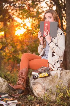 @sdyer2150 - Ursuline Academy - Senior Portraits - Fall - Senior Pics - Sunset - Arbor Hills Nature Preserve - Ideas for Girls - #seniorpics - @neeneestiles - Bookworm - Books - Boots - Blue Eyes - Tyler R. Brown Photography