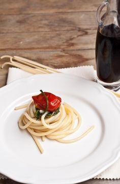 Spaghetti, agretti, pomodori del Piennolo e colatura