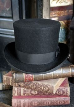 Top Hat and Vintage Books A Christmas Carol Themes, Dickens Christmas Carol, Ghost Of Christmas Past, Christmas Eve, Christmas Decorations, Victorian Christmas Tree, Christmas Ideas, Christmas Coffee, Magical Christmas