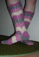 Heivatut kudelmat: Polvekeraitasukat Knitting Socks, Fashion, Tutorials, Knit Socks, Moda, Fashion Styles, Fashion Illustrations