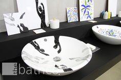 Presentacion #bathco Atelier Art Center. #lavabos decorados a mano por artistas de ACAV. Lavabo pintado por Adrian Santiago Pejac