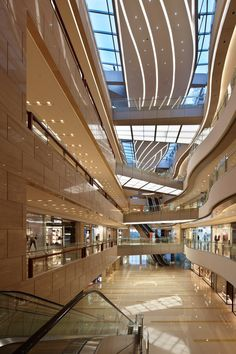 Malls attract various types of people, almost all. This would be an easy place to advertise. Retail Architecture, Stairs Architecture, Futuristic Architecture, Shoping Mall, Shopping Mall Interior, Retail Facade, Retail Interior Design, Mall Design, Hospital Design