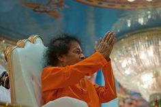 Sathya Sai Baba namaskar photo 5,   Sathya Sai Namaskar Farewell Darshan Photo, http://www.lordsai.com/Sai-Namaskar-Coin.html