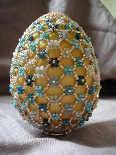 Beatiful Beaded Easter Eggs — ScaraBeads US Felt Christmas Decorations, Beaded Christmas Ornaments, Christmas Crafts, Snowman Ornaments, Homemade Christmas, Glass Ornaments, Egg Crafts, Easter Crafts, Beaded Ornament Covers