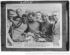 [Recueil. Tour de France cycliste de 1939. Journée du 30 juillet. 18e et dernière étape du Tour de France 1939, en deux parties, Dijon-Troyes (matin) et Troyes-Paris (après-midi)] : [lot de photographies de presse] / [Agence Meurisse ?] - 1
