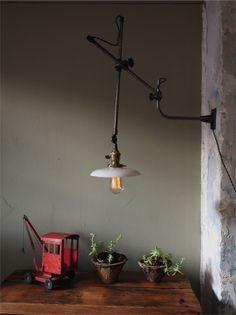 Rare Lampe applique O.C. White Industrielle opaline blanche