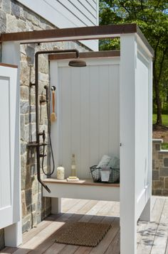 Outdoor Pool Shower, Outdoor Shower Enclosure, Outdoor Toilet, Decoration Surf, Pool House Bathroom, Outside Showers, Outdoor Bathrooms, Romantic Bathrooms, Pool Houses