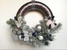 coronita de Craciun pentru usa Hanukkah, Christmas Wreaths, Holiday Decor, Winter, Diy, Home Decor, Corona, Winter Time, Decoration Home