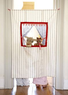 doorway puppet show.Hudson loves puppets but no room for a puppet theater. Projects For Kids, Diy For Kids, Sewing Projects, Crafts For Kids, Diy Projects, 4 Kids, Kids Decor, Kids Playing, Playroom