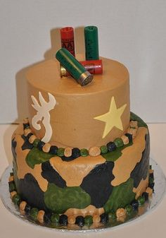 Camo birthday cake with browning symbol and gun shells Camo Birthday Cakes, Camo Cakes, 70th Birthday, Birthday Ideas, Beautiful Cakes, Amazing Cakes, Foto Pastel, Occasion Cakes, Cakes For Boys