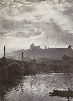Czech pictorialism - Drahomir Josef Ruzicka, Prague - Evening on Vltava, Old Pictures, Old Photos, Vintage Photos, Josef Sudek, Shadow Photos, Prague Czech Republic, Still Photography, Fine Art Photo, Photo Black