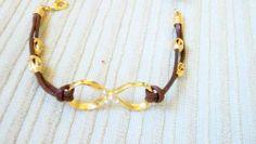 Pulseira em couro com símbolo do infinito e detalhes em dourado. R$ 25,00