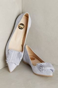 Sapatilhas com ponta afinada deixam o visual mais elegante e alongam a silhueta!