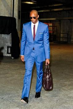 Not only is Kobe one of the greatest basketball players, but he knows how to rock a suit! Click LIKE if you agree! Sport Fashion, Fashion Photo, Mens Fashion, Sport Style, Suits You, Cool Suits, Lakers Vs, Lakers Kobe, Nike Motivation