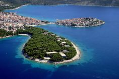 Primosten - island and medieval village in Sibenik County - Adriatic, Croatia http://destinations-for-travelers.blogspot.com.br/2016/04/primosten-sibenik-croatia.html