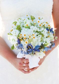 Spring Bouquets. Read more - http://www.hummingheartstrings.de/?p=11057, bouquet by Birch Blooms photographed by Melissa Schollaert