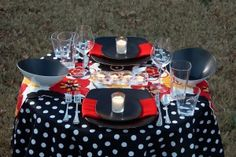 Way cute, Black and White polka dots with flowers! #DIY #Dinner4two #Polka Dots