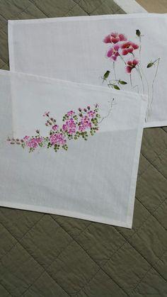 찔레꽃과 양귀비가 만났습니다 찔레꽃은 어여쁘고 양귀비는 고혹적 입니다 Hand Painted Dress, Hand Painted Fabric, Painted Bags, Sewing Machine For Sale, Sewing Machine Embroidery, Hand Embroidery Designs, Watercolor Flowers Tutorial, Flower Tutorial, Floral Watercolor