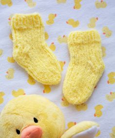 Fluffy Toes Baby Socks Free Pattern | Red Heart