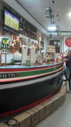 Bar made from a boat, Moita ©JM Kochan Figueiras