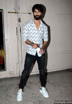 Alia Bhatt and Shahid Kapoor spotted at Mehboob Studios promoting Shaandaar - VOOMPLA Trendy Outfits, Fashion Outfits, Men's Outfits, Gents Hair Style, Bollywood Actors, Bollywood Box, Abs Boys, Trendy Mens Fashion, Casual Trends