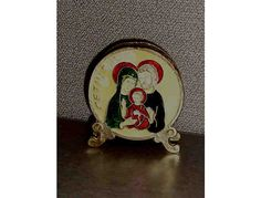 Brass napkin holder has the word Bethlehem on the left side of Baby Jesus, Mary and Joseph. 3 1/2