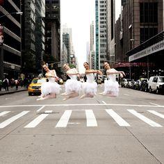 Lisa Tomasetti fait valser la photographie dans les capitales du monde. Une série magnifique qui donne envie de bouger !