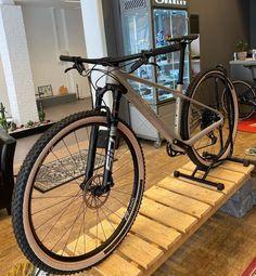 Mtb Bicycle, Cycling Bikes, Kona Sutra, Xc Mountain Bike, Montain Bike, Power Bike, Bike Style, Cool Bicycles, Bike Design