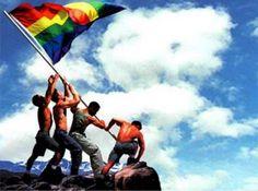 Bandiera gay, storia e significato di un simbolo di orgoglio e libertà. Qual è il significato della bandiera gay? A cosa corrispondono i colori dell'arcobaleno e perché viene confusa con quella della pace? - 10 Giu 2013