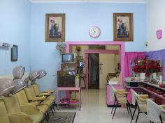 Fading Glamour: The Time Capsule Hair Salon in Sydney