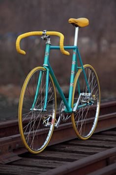 turquoise and gold bicycle #bike #fixie