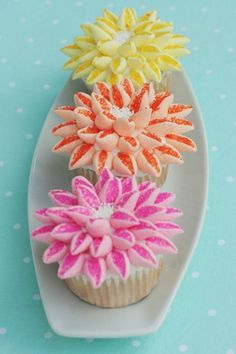 Marshmallow flower cupcakes! Cut mini marshmallows diagonally and drop in sugar to create petals!