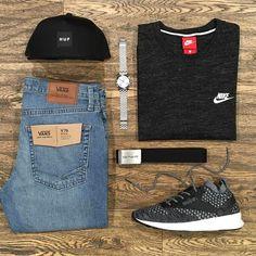 Skyline _ Featuring: Huf Nixon Nike Reebok Carhartt Vans _ Disponibili in store e online su @graffitishop www.graffitishop.it _ Spectrum Store via Felice Casati 29 Milano / spectrumstore.com / tel. 39 02 67071408 / #spectrumstore #graffitishop #causeitsyourworld #streetwear #graffiti #milano #sneakers #sneaker #snapback #kicks #trainers #spectrum #casatiblock #outfit #fashionblogger #blogger
