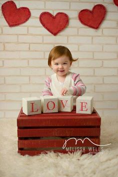 Valentine s Day photo idea - paint crate red, add LOVE blocks and red felt heart banner. Photography Mini Sessions, Holiday Photography, Photography Props, Children Photography, Newborn Photography, Photo Sessions, Valentine Mini Session, Valentine Picture, Valentines Day Pictures