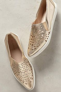 48 Slip On Shoes To Not Miss - Women shoes - Schuhe Pretty Shoes, Cute Shoes, Me Too Shoes, Slip On Sneakers, Slip On Shoes, Sneakers Women, Shoes Women, Leather Sneakers, Loafers Women